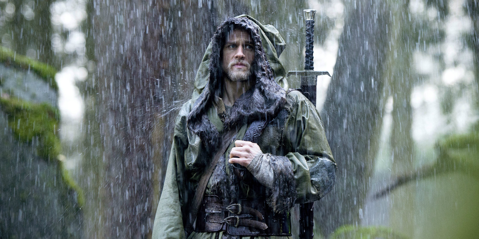 Charlie-Hunnam-in-King-Arthur-Legend-of-the-Sword