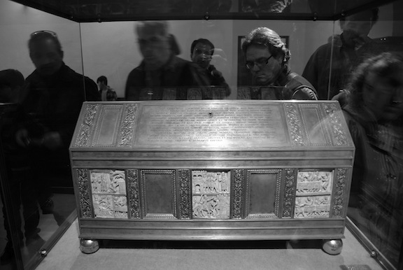 Arca que contiene los restos de San Millán, en el monasterio de Yuso