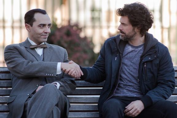 García Lorca conoce a Julián en uno de los saltos temporales